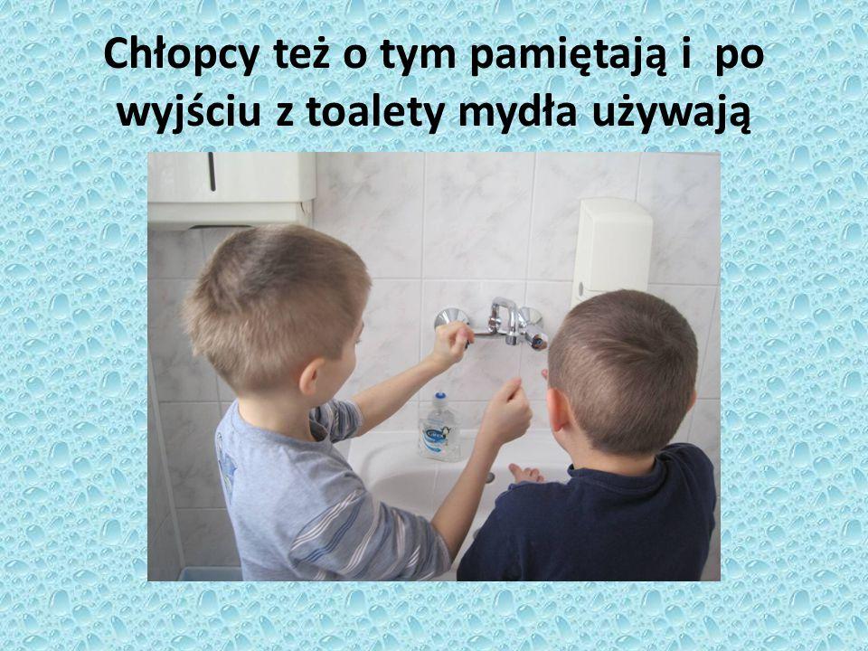 Chłopcy też o tym pamiętają i po wyjściu z toalety mydła używają