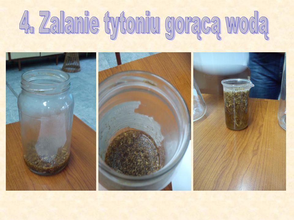 4. Zalanie tytoniu gorącą wodą