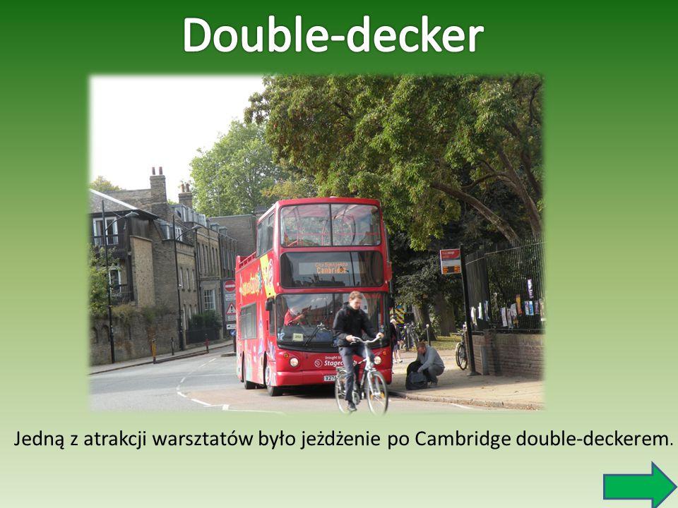 Double-decker Jedną z atrakcji warsztatów było jeżdżenie po Cambridge double-deckerem.