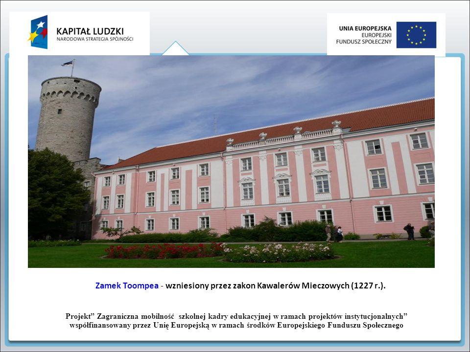 Zamek Toompea - wzniesiony przez zakon Kawalerów Mieczowych (1227 r.).