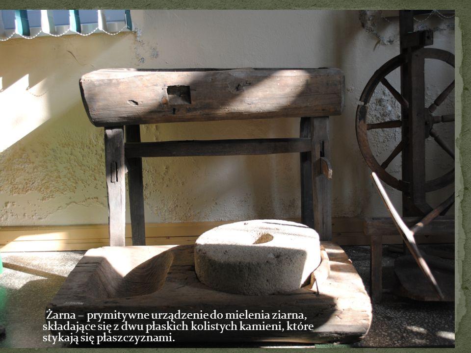 Żarna – prymitywne urządzenie do mielenia ziarna, składające się z dwu płaskich kolistych kamieni, które stykają się płaszczyznami.