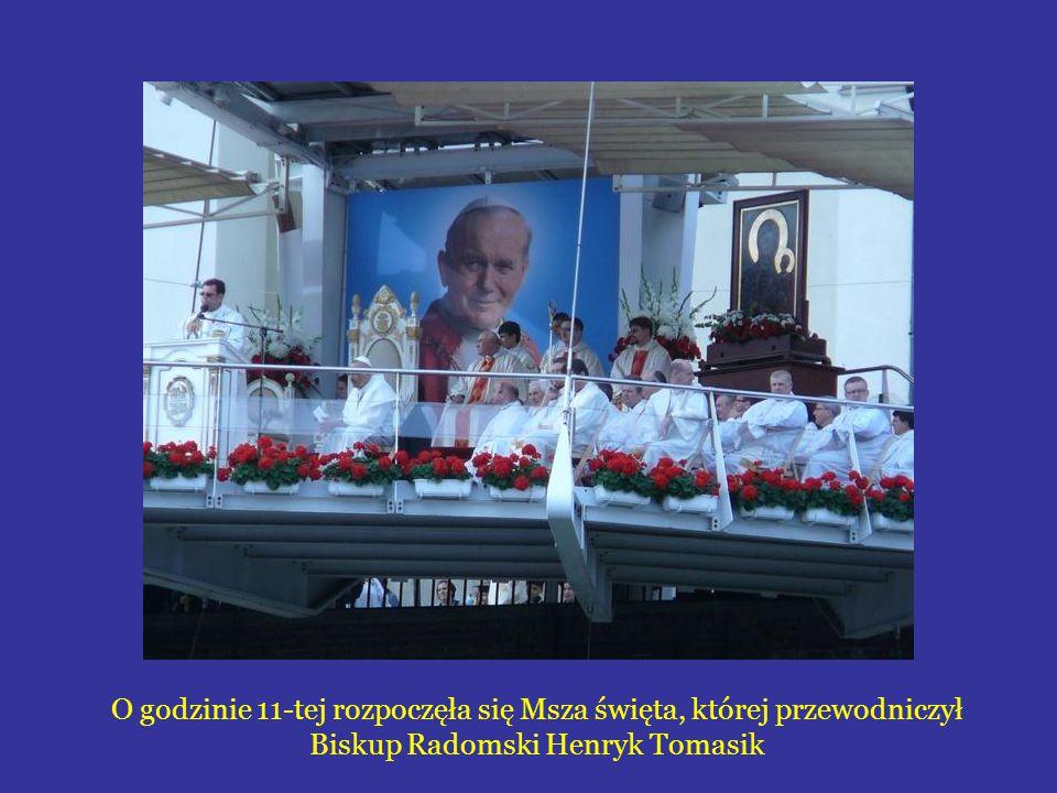 O godzinie 11-tej rozpoczęła się Msza święta, której przewodniczył Biskup Radomski Henryk Tomasik