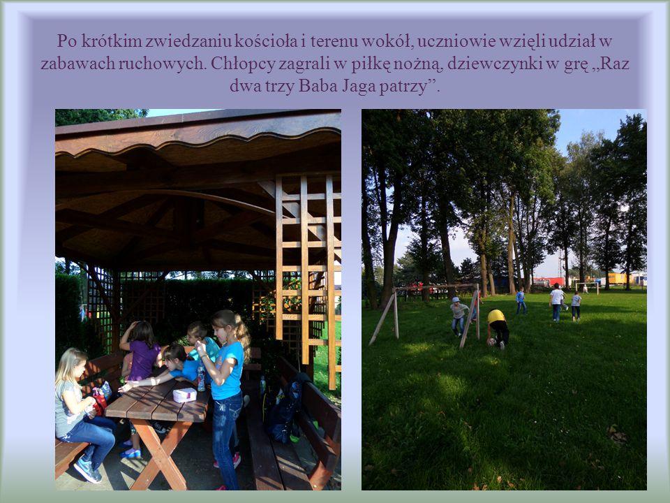 Po krótkim zwiedzaniu kościoła i terenu wokół, uczniowie wzięli udział w zabawach ruchowych.