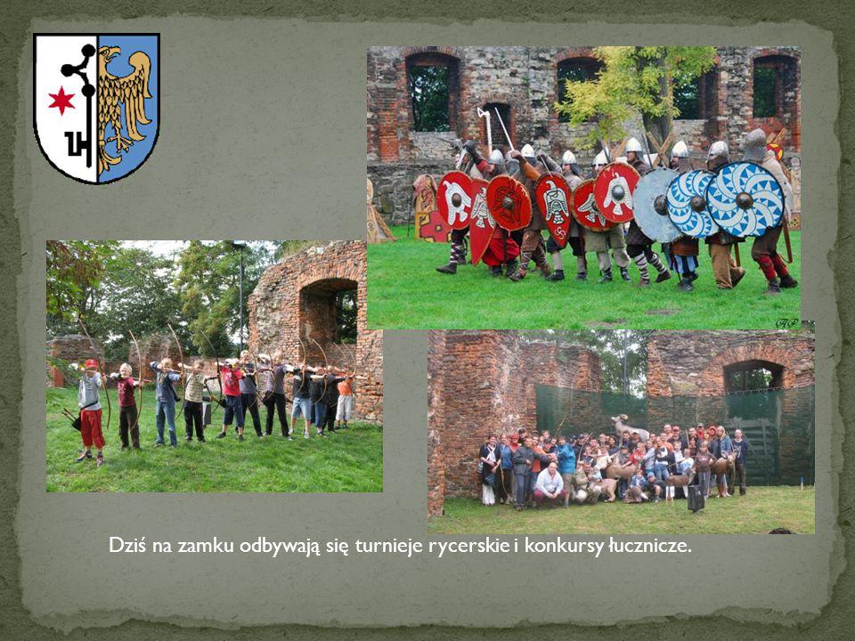 Dziś na zamku odbywają się turnieje rycerskie i konkursy łucznicze.
