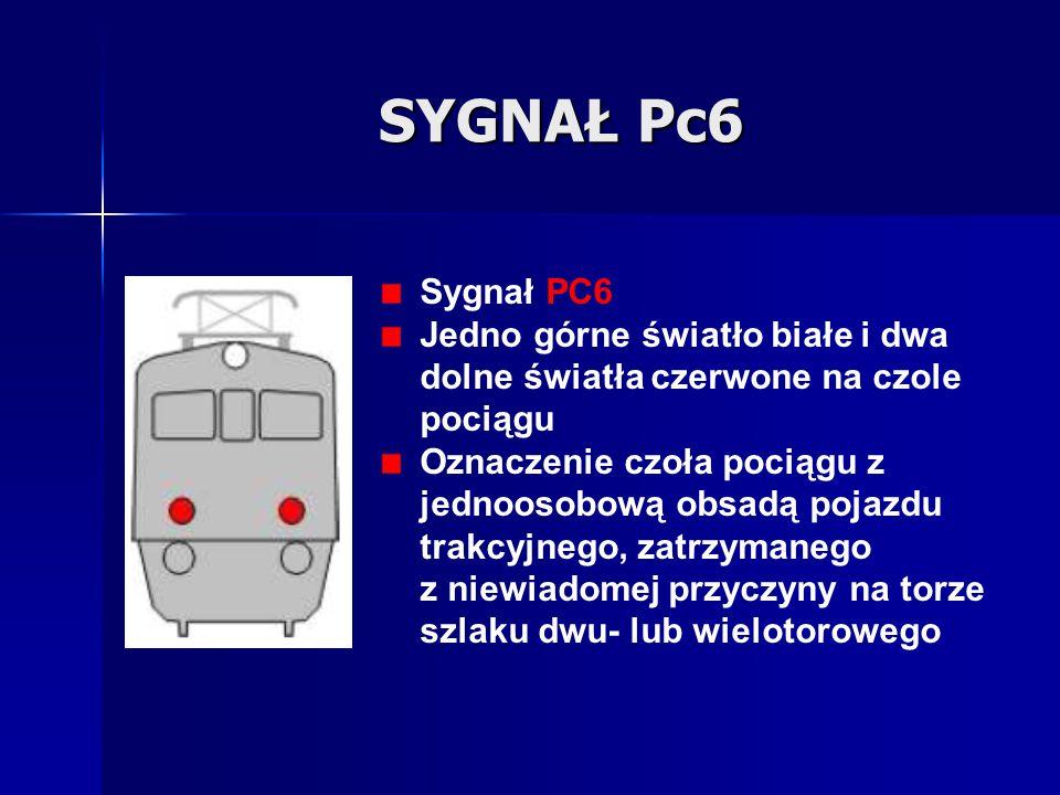 SYGNAŁ Pc6 Sygnał PC6. Jedno górne światło białe i dwa dolne światła czerwone na czole pociągu.