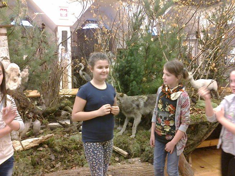 Przyjaciółmi lasu są moje koleżanki z grupy teatralnej Dwie Maski
