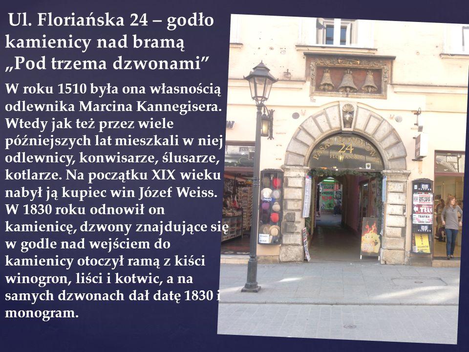"""Ul. Floriańska 24 – godło kamienicy nad bramą """"Pod trzema dzwonami"""