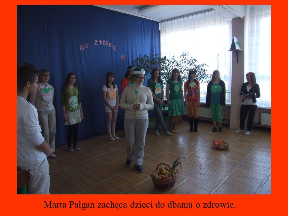 Marta Pałgan zachęca dzieci do dbania o zdrowie.
