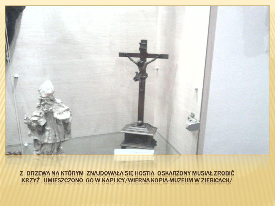 Z drzewa na którym znajdowała się hostia oskarżony musiał zrobić krzyż