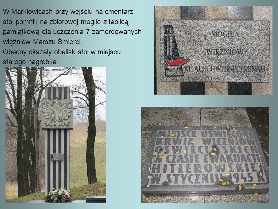 W Marklowicach przy wejściu na cmentarz