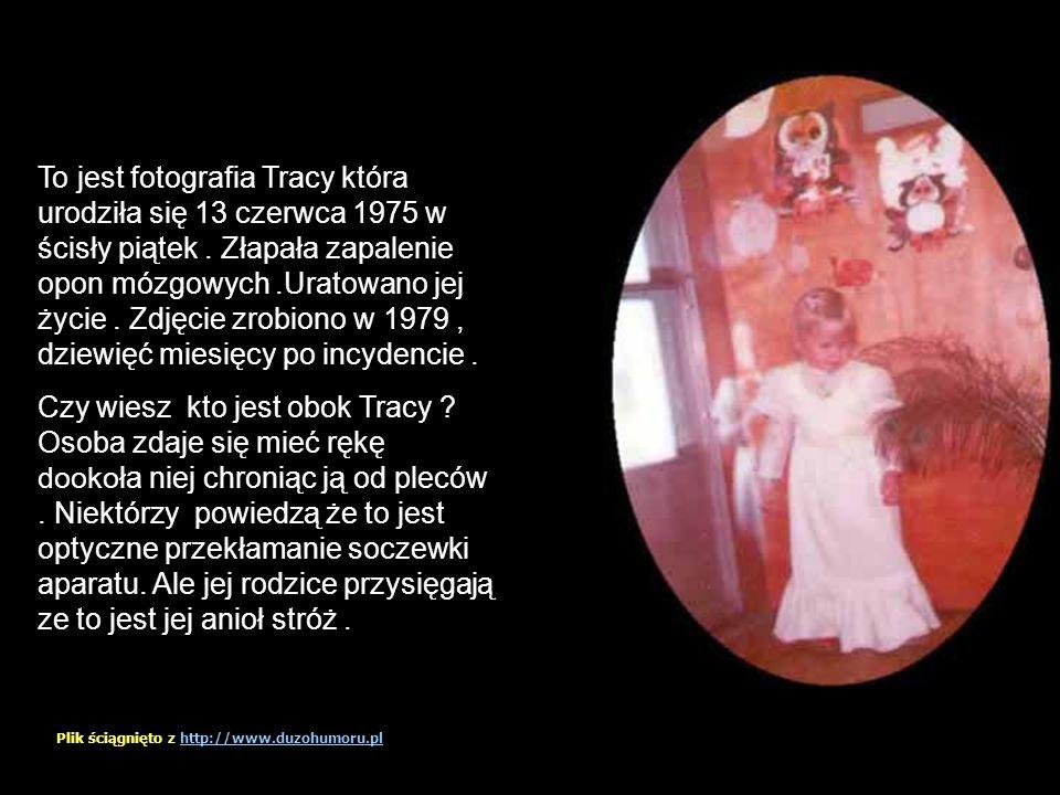 To jest fotografia Tracy która urodziła się 13 czerwca 1975 w ścisły piątek . Złapała zapalenie opon mózgowych .Uratowano jej życie . Zdjęcie zrobiono w 1979 , dziewięć miesięcy po incydencie .