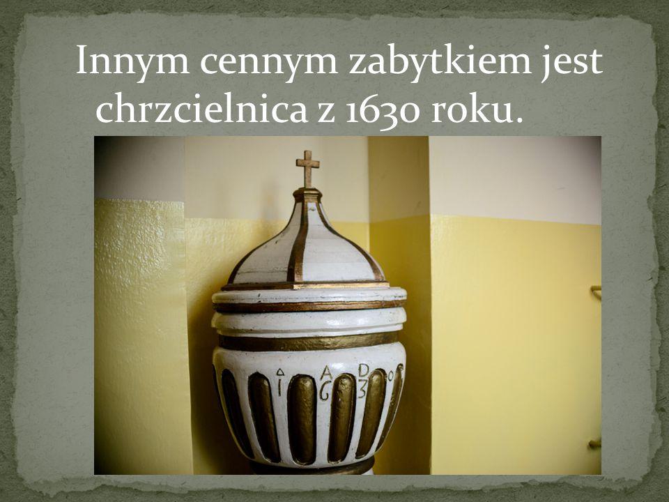 Innym cennym zabytkiem jest chrzcielnica z 1630 roku.
