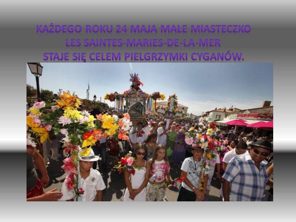 Każdego roku 24 maja małe miasteczko Les Saintes-Maries-de-la-Mer