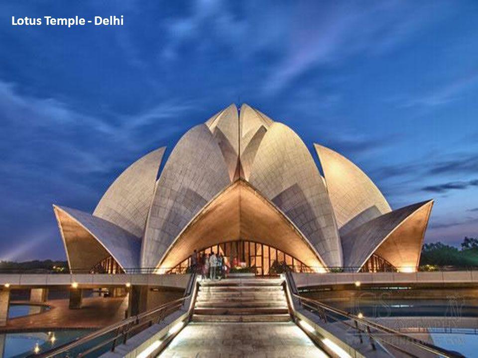 Lotus Temple - Delhi מקדש לוטוס - דלהי, הודו