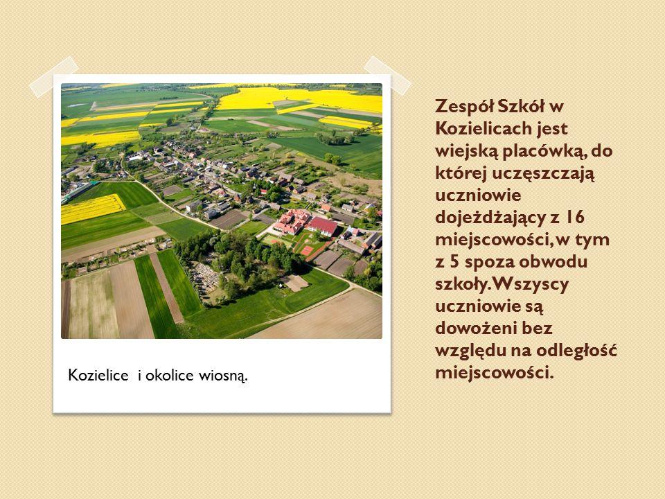 Zespół Szkół w Kozielicach jest wiejską placówką, do której uczęszczają uczniowie dojeżdżający z 16 miejscowości, w tym z 5 spoza obwodu szkoły. Wszyscy uczniowie są dowożeni bez względu na odległość miejscowości.
