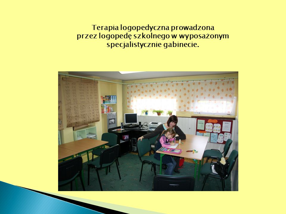 Terapia logopedyczna prowadzona przez logopedę szkolnego w wyposażonym