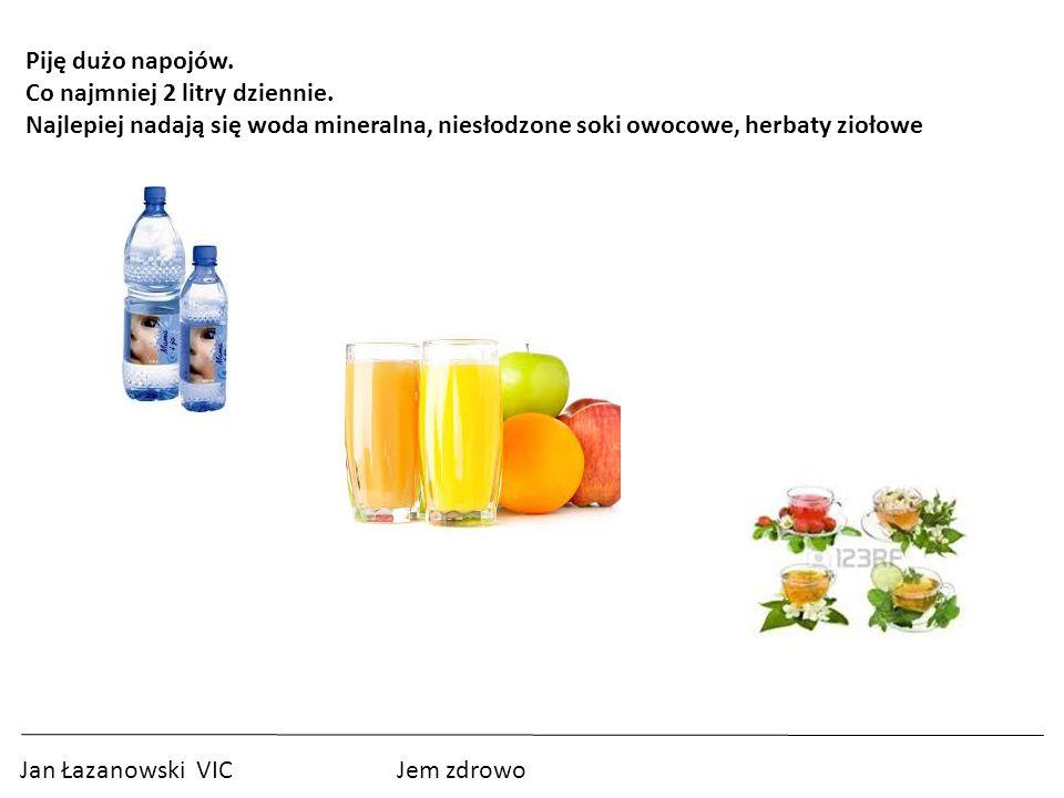 Piję dużo napojów. Co najmniej 2 litry dziennie. Najlepiej nadają się woda mineralna, niesłodzone soki owocowe, herbaty ziołowe.
