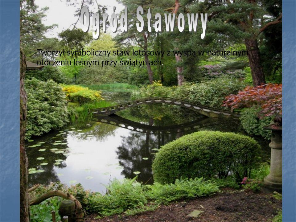 Ogród Stawowy Tworzył symboliczny staw lotosowy z wyspą w naturalnym otoczeniu leśnym przy świątyniach.