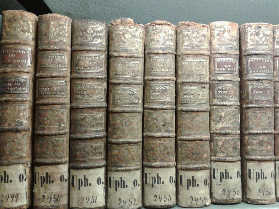 Odnotowano w inwentarzu z 1803 r. : 318 vol.