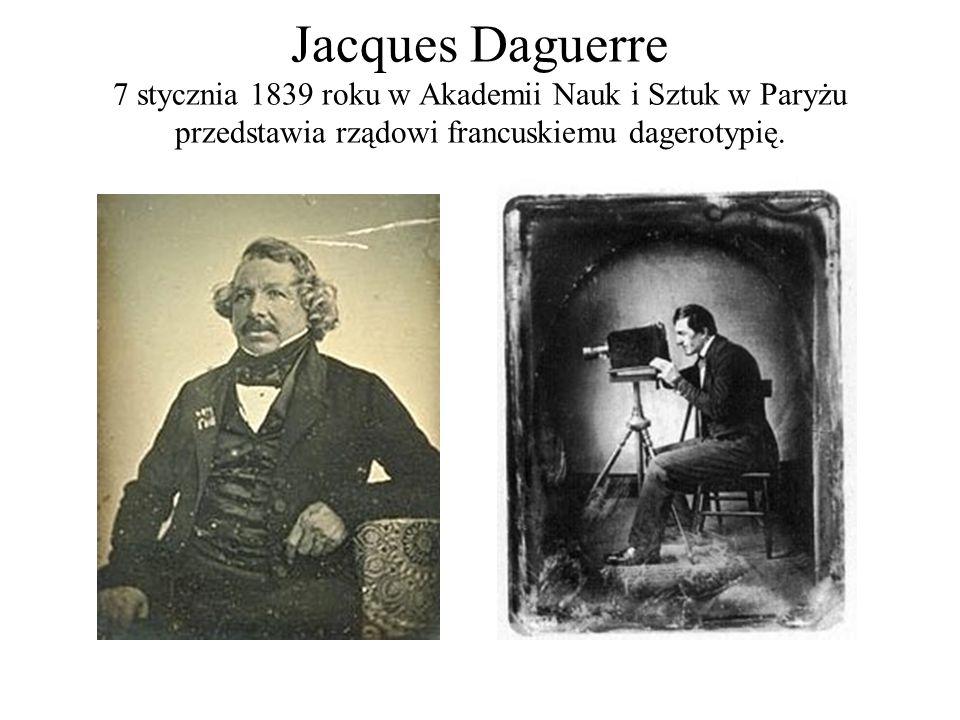 Jacques Daguerre 7 stycznia 1839 roku w Akademii Nauk i Sztuk w Paryżu przedstawia rządowi francuskiemu dagerotypię.