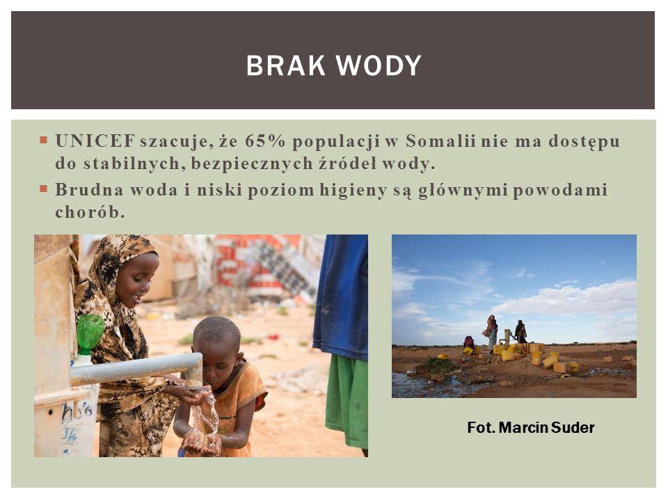 BRAK WODY UNICEF szacuje, że 65% populacji w Somalii nie ma dostępu do stabilnych, bezpiecznych źródeł wody.