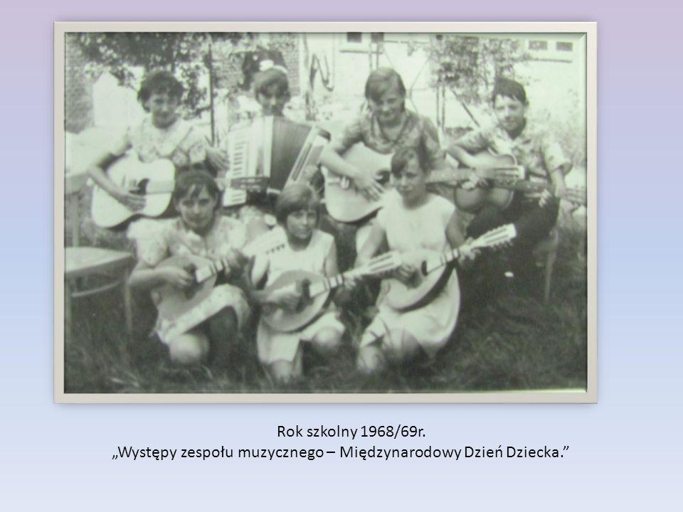 """Rok szkolny 1968/69r. """"Występy zespołu muzycznego – Międzynarodowy Dzień Dziecka."""