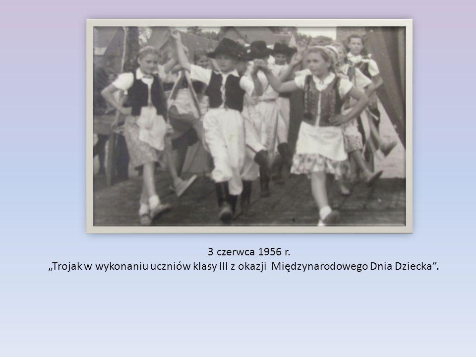"""3 czerwca 1956 r. """"Trojak w wykonaniu uczniów klasy III z okazji Międzynarodowego Dnia Dziecka ."""