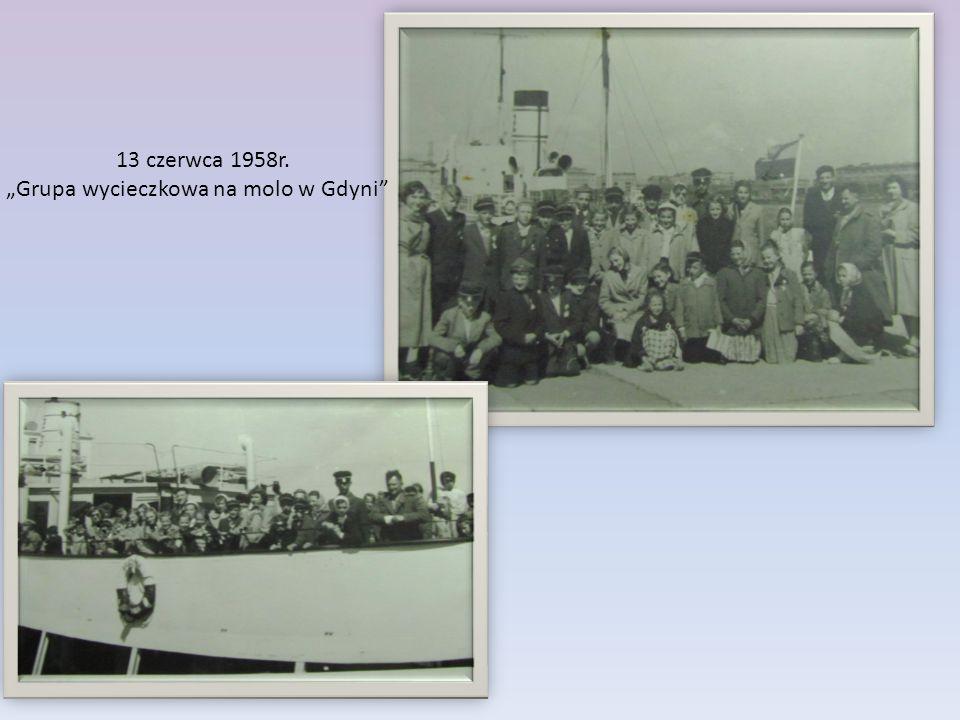 """13 czerwca 1958r. """"Grupa wycieczkowa na molo w Gdyni"""