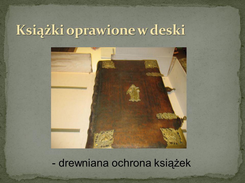 Książki oprawione w deski