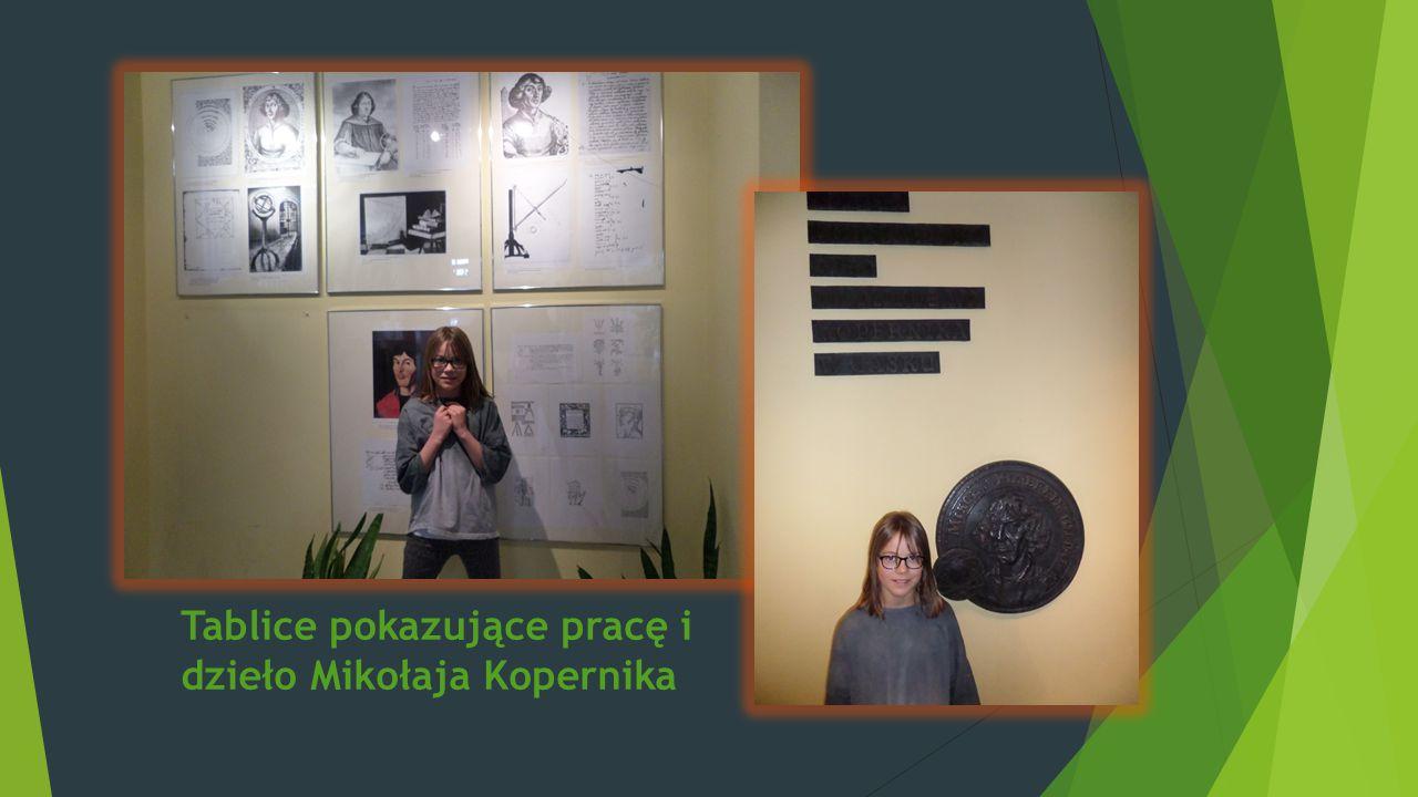 Tablice pokazujące pracę i dzieło Mikołaja Kopernika
