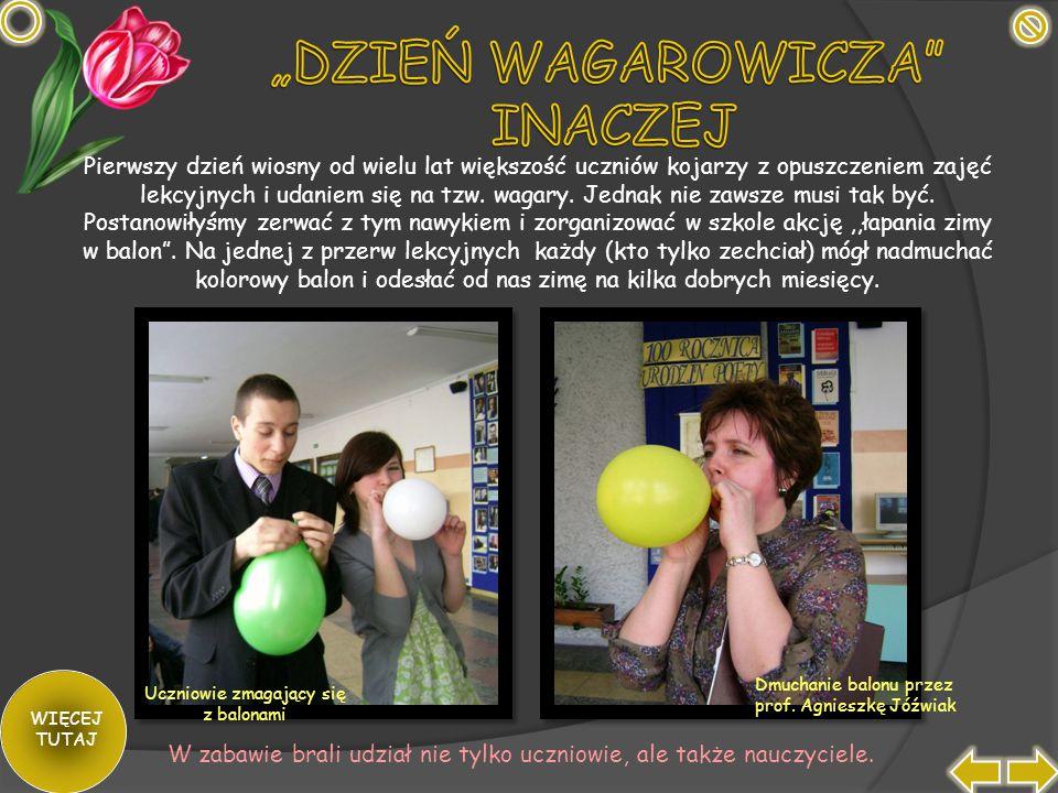 Uczniowie zmagający się z balonami