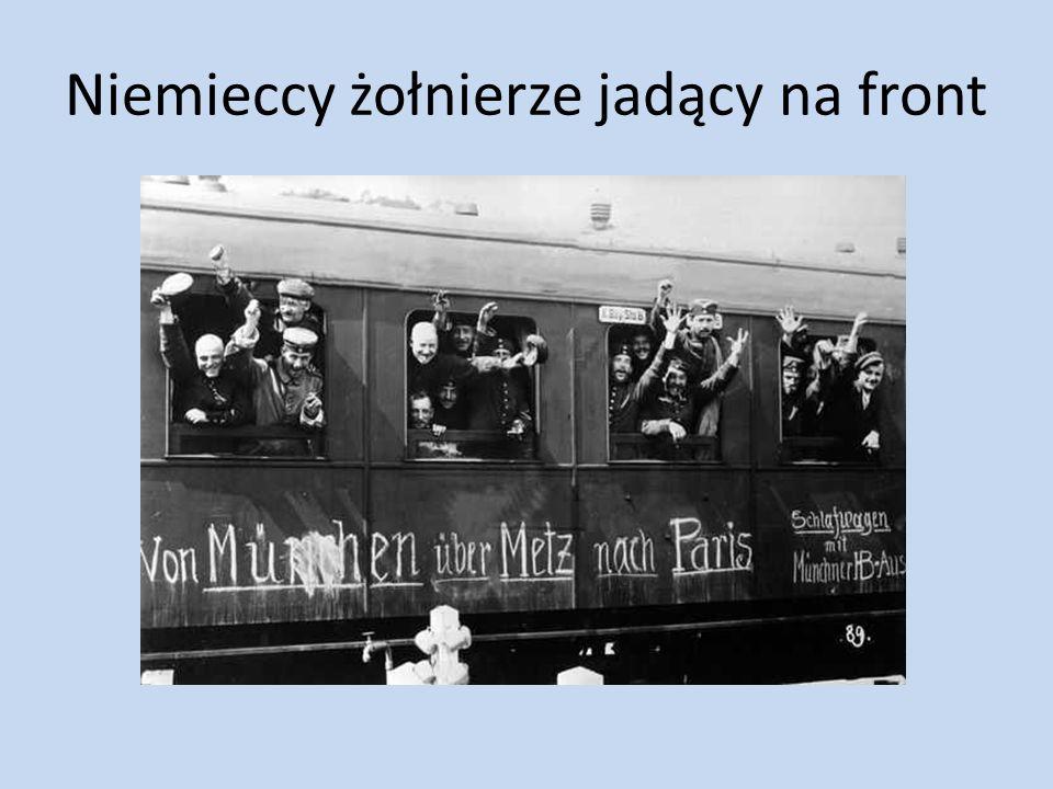 Niemieccy żołnierze jadący na front