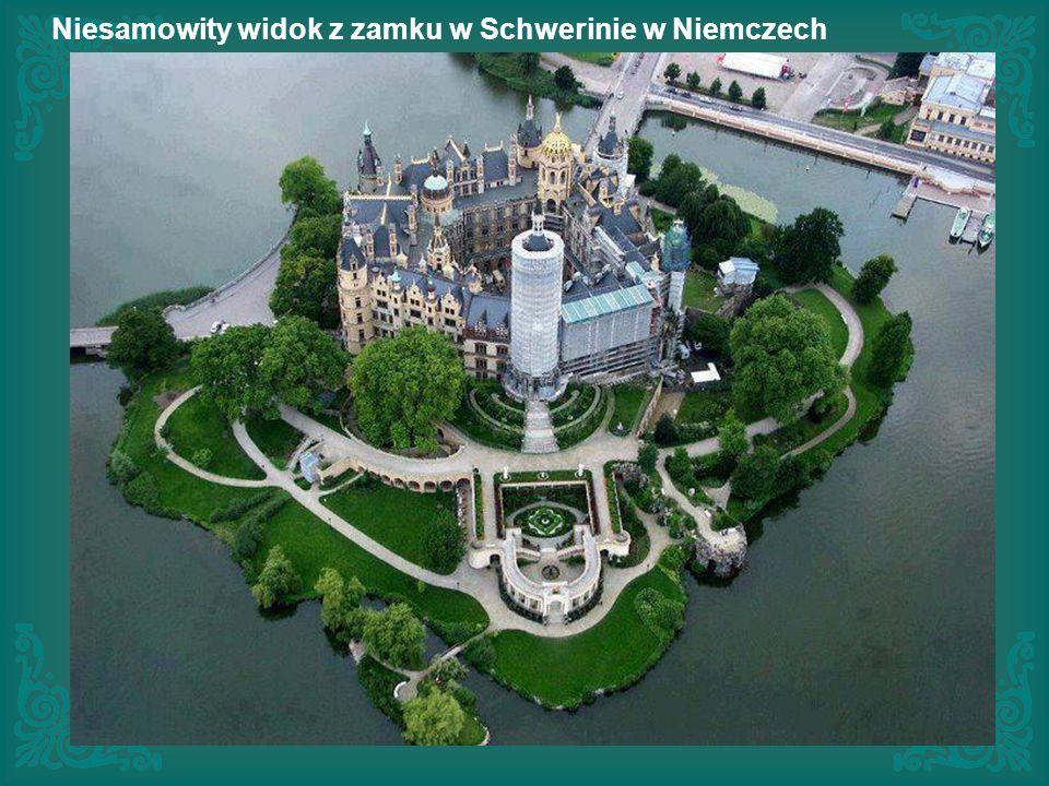Niesamowity widok z zamku w Schwerinie w Niemczech