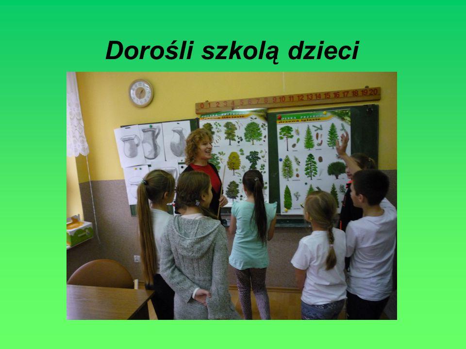 Dorośli szkolą dzieci