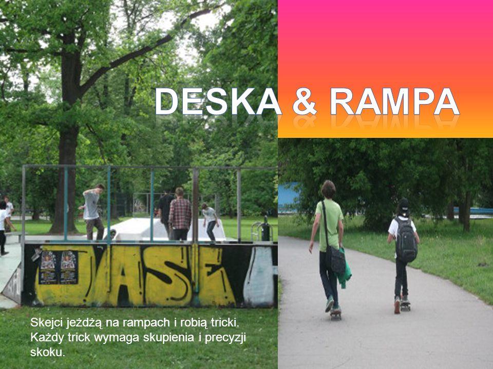 DESka & rampa Skejci jeżdżą na rampach i robią tricki.