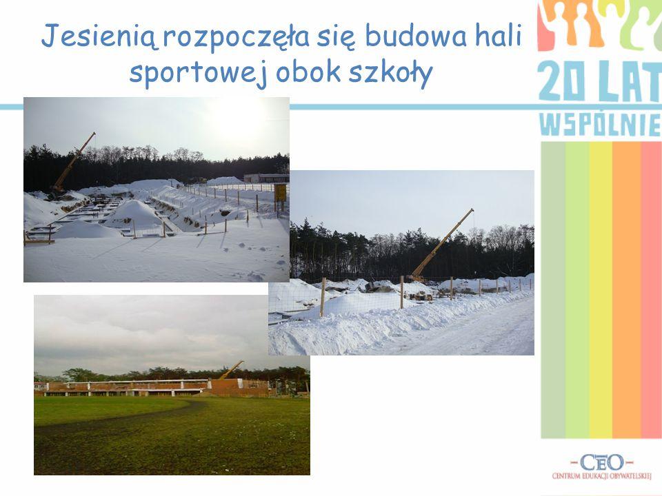 Jesienią rozpoczęła się budowa hali sportowej obok szkoły