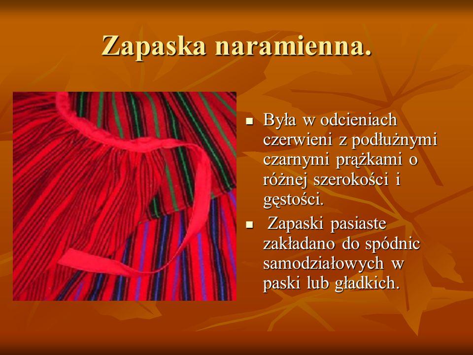 Zapaska naramienna. Była w odcieniach czerwieni z podłużnymi czarnymi prążkami o różnej szerokości i gęstości.