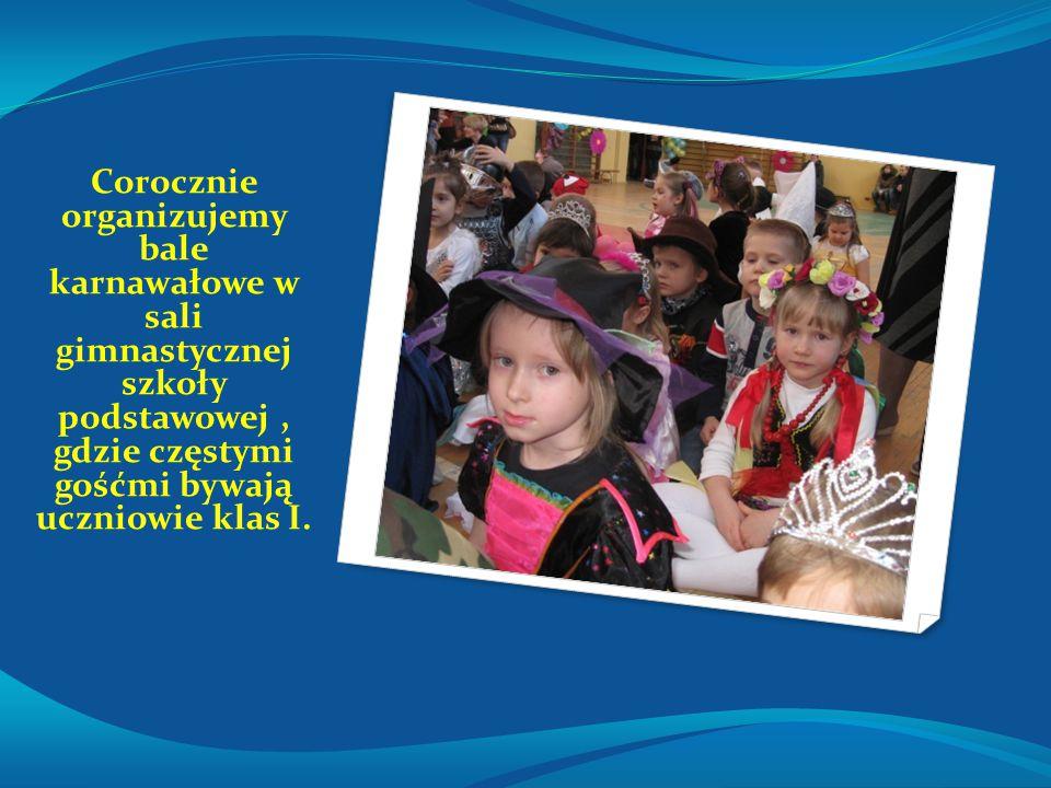 Corocznie organizujemy bale karnawałowe w sali gimnastycznej szkoły podstawowej , gdzie częstymi gośćmi bywają uczniowie klas I.