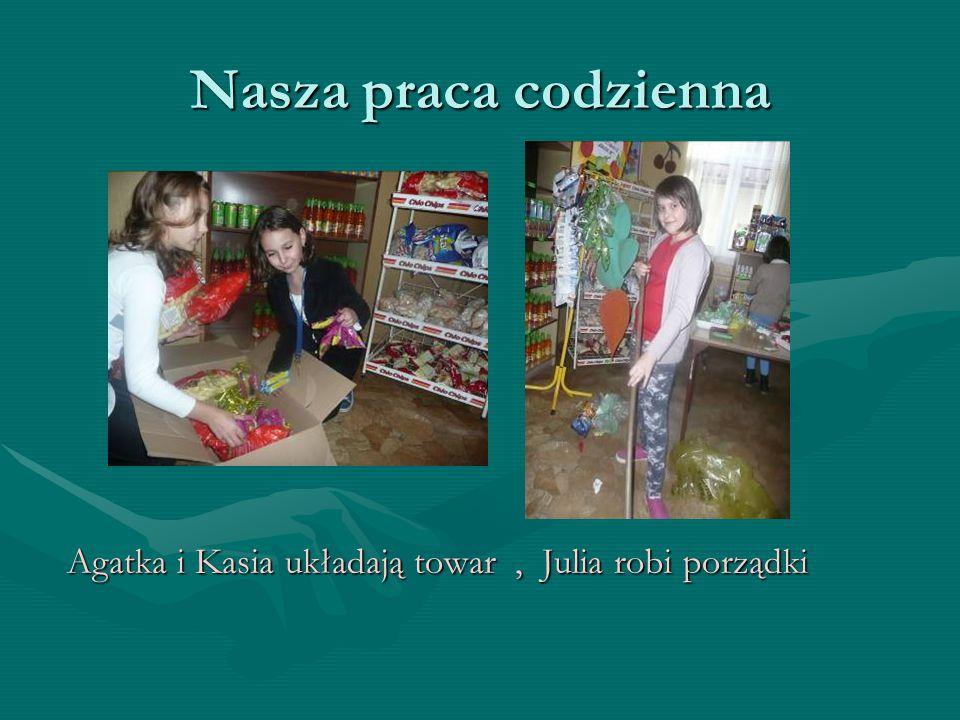 Nasza praca codzienna Agatka i Kasia układają towar , Julia robi porządki
