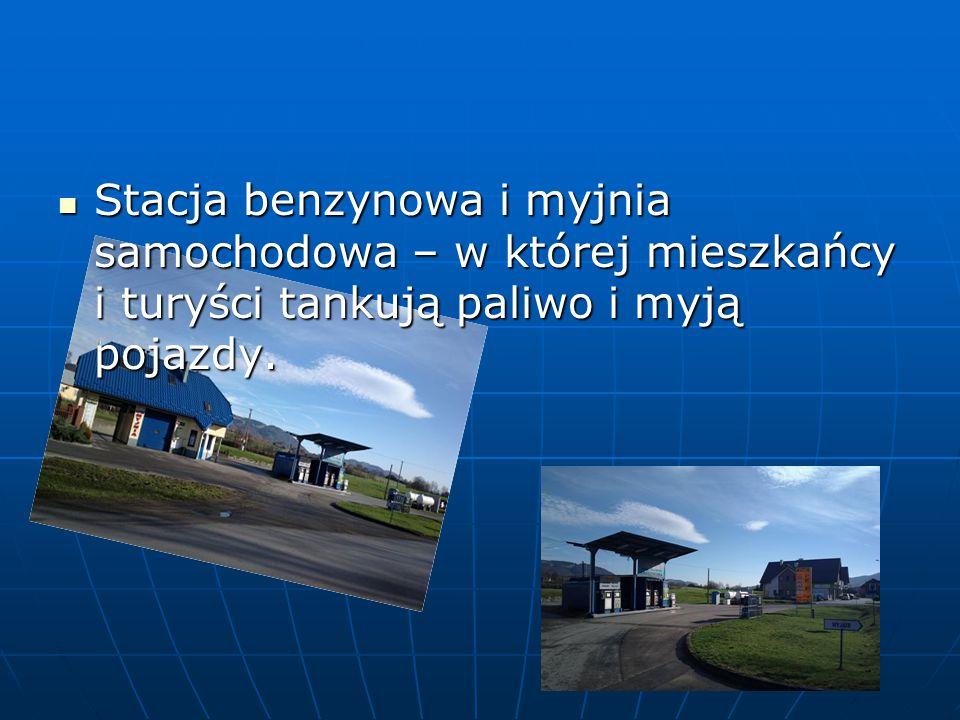 Stacja benzynowa i myjnia samochodowa – w której mieszkańcy i turyści tankują paliwo i myją pojazdy.