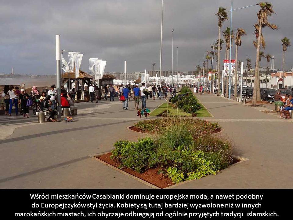 Wśród mieszkańców Casablanki dominuje europejska moda, a nawet podobny