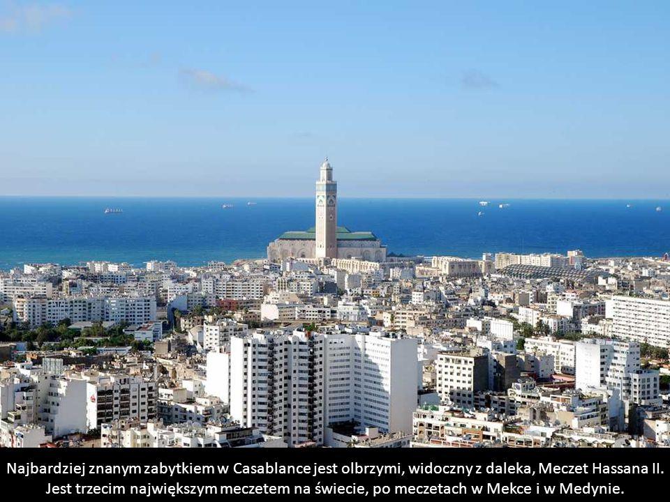 Najbardziej znanym zabytkiem w Casablance jest olbrzymi, widoczny z daleka, Meczet Hassana II.