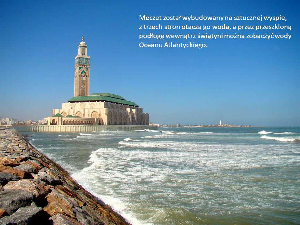 Meczet został wybudowany na sztucznej wyspie,