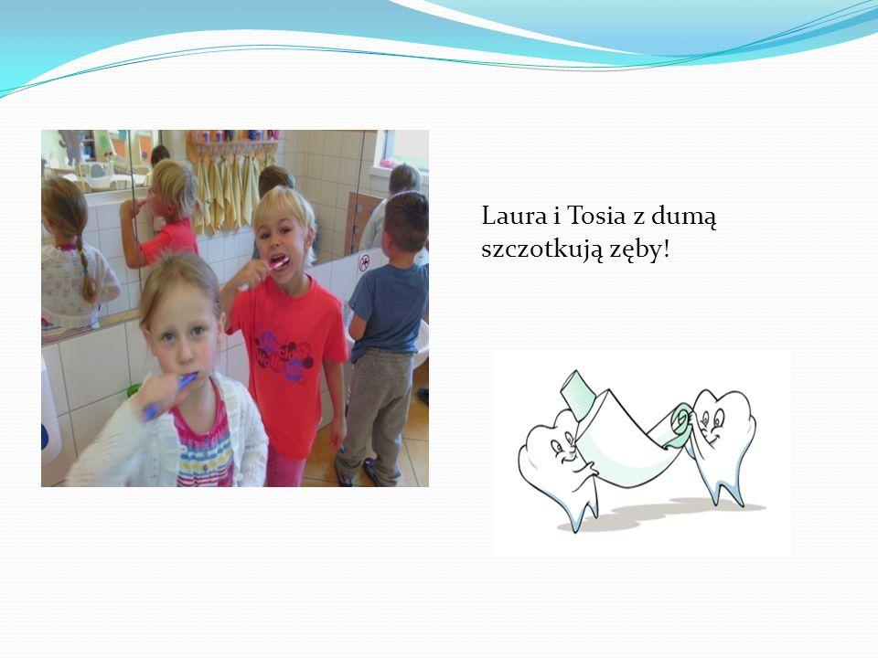 Laura i Tosia z dumą szczotkują zęby!