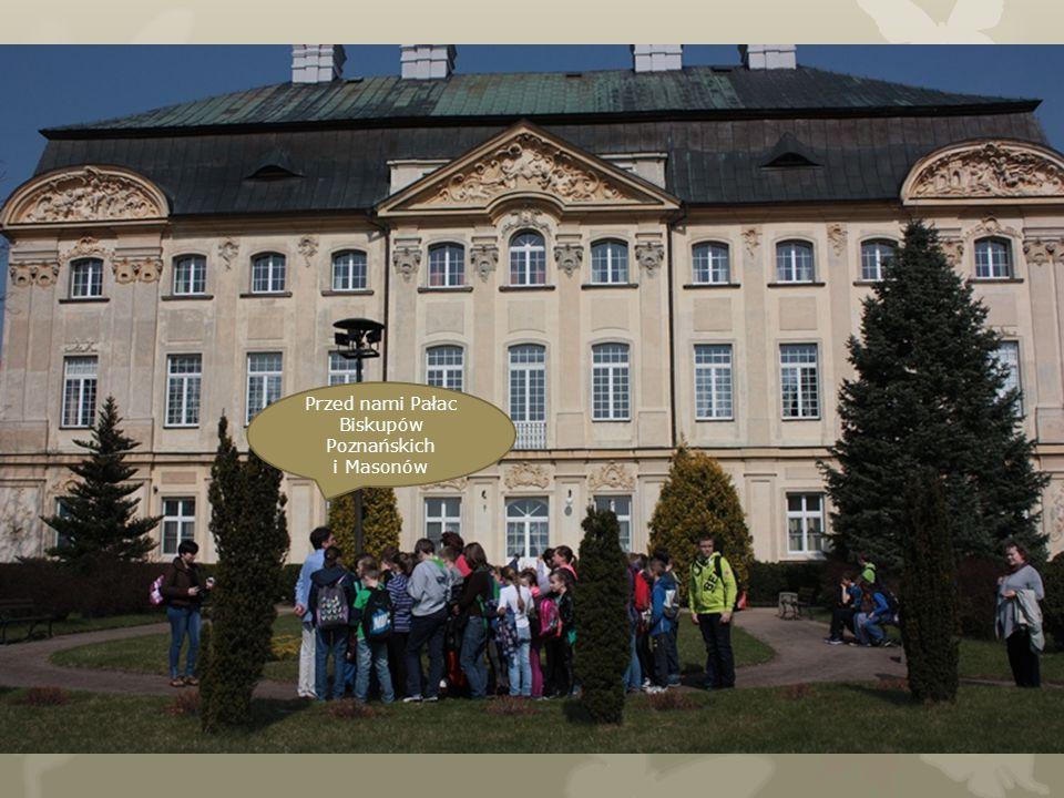 Przed nami Pałac Biskupów Poznańskich i Masonów