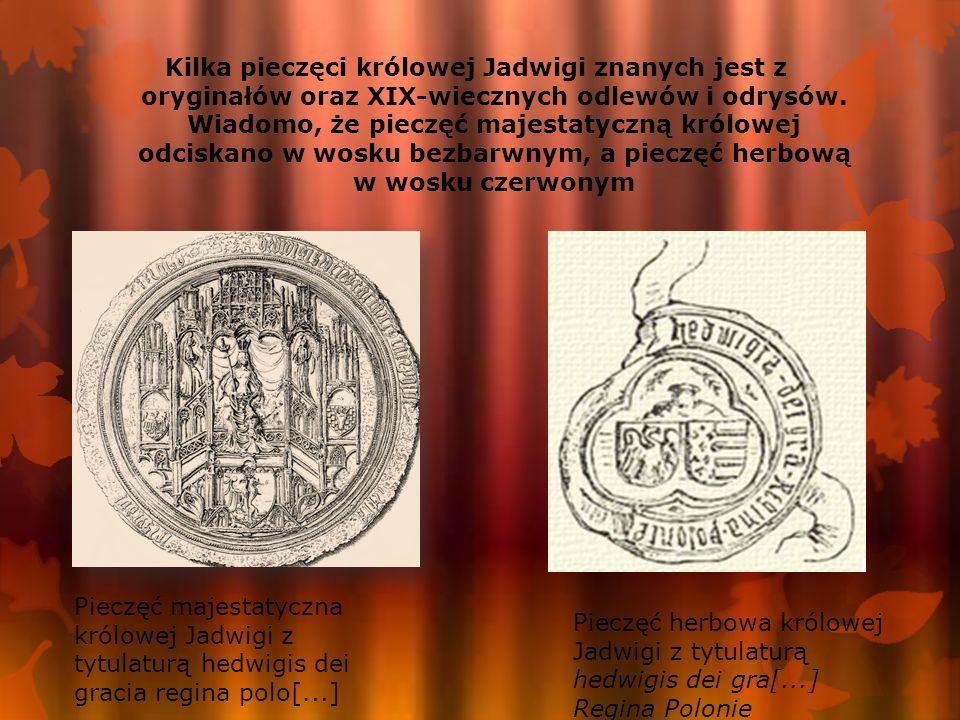 Kilka pieczęci królowej Jadwigi znanych jest z oryginałów oraz XIX-wiecznych odlewów i odrysów. Wiadomo, że pieczęć majestatyczną królowej odciskano w wosku bezbarwnym, a pieczęć herbową w wosku czerwonym