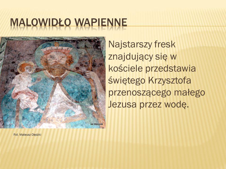 Malowidło Wapienne Najstarszy fresk znajdujący się w kościele przedstawia świętego Krzysztofa przenoszącego małego Jezusa przez wodę.