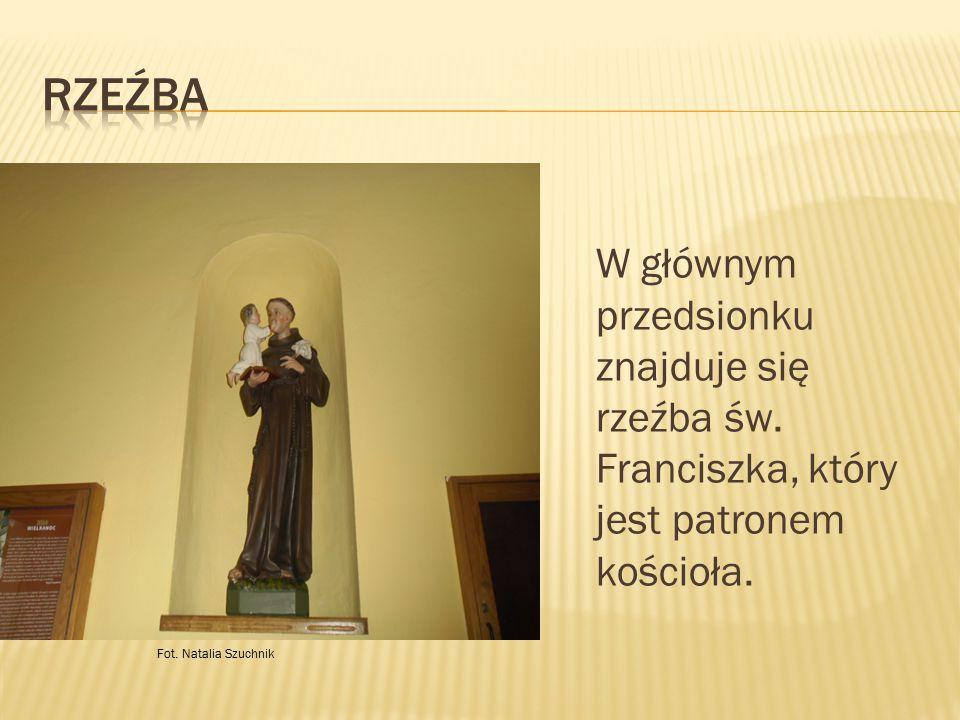 Rzeźba W głównym przedsionku znajduje się rzeźba św.