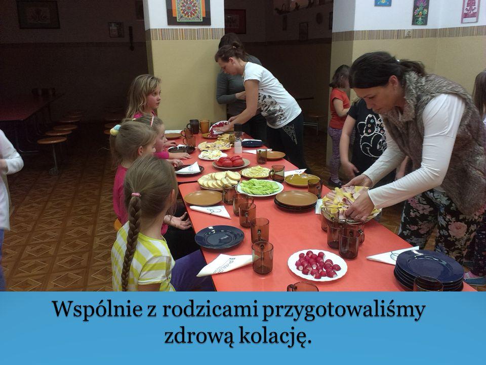 Wspólnie z rodzicami przygotowaliśmy zdrową kolację.