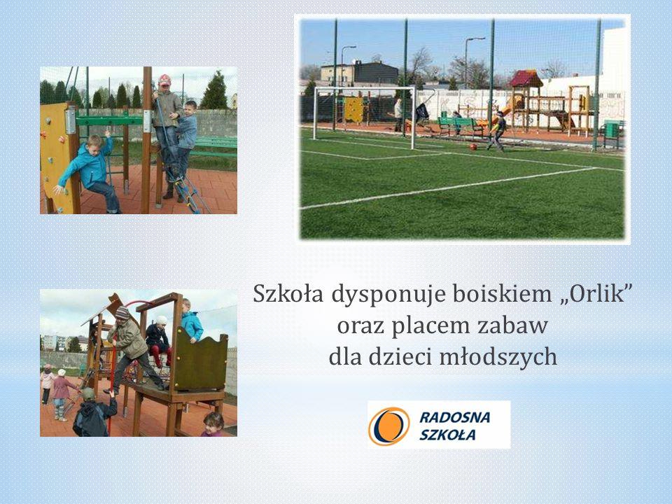"""Szkoła dysponuje boiskiem """"Orlik oraz placem zabaw dla dzieci młodszych"""
